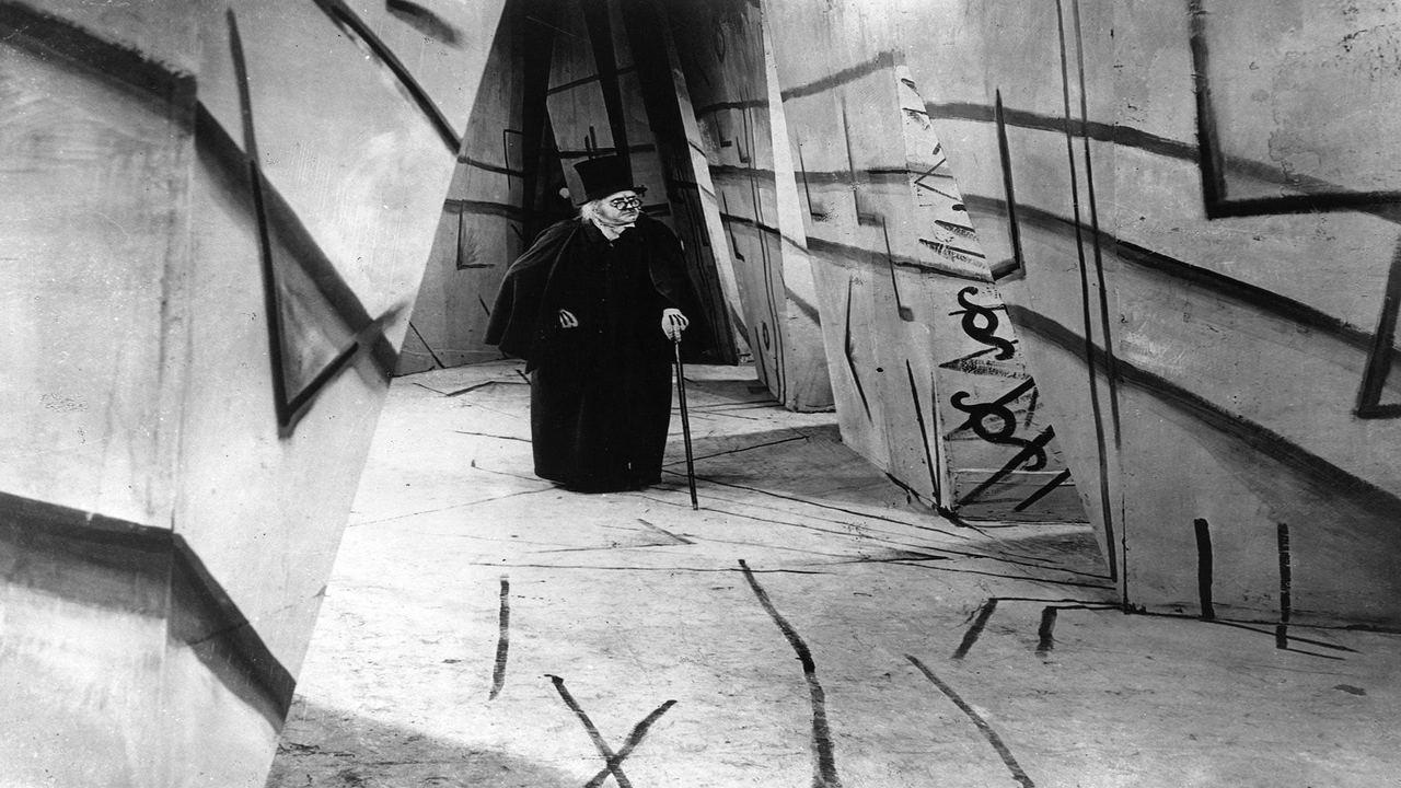 مطب دکتر کالیگاری از فیلمهای اکسپرسیونیسم آلمان